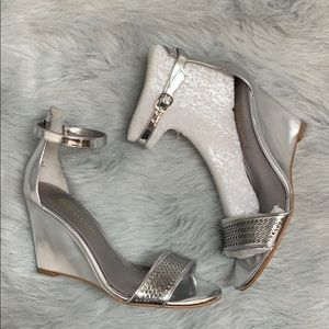 NEW Enzo Angiolini Silver Heels Size 6.5